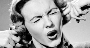 دراسة جديدة: الإستماع إلى أكثر من شخص في وقتٍ واحد يؤذي الدّماغ!