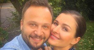 """مكسيم خليل برسالة رومانسية إلى زوجته في عيدها:""""نقاء بالفطرة"""""""