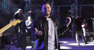 محمد حماقي يُغنّي عبد الحليم حافظ ويُبهر الجمهور – فيديو